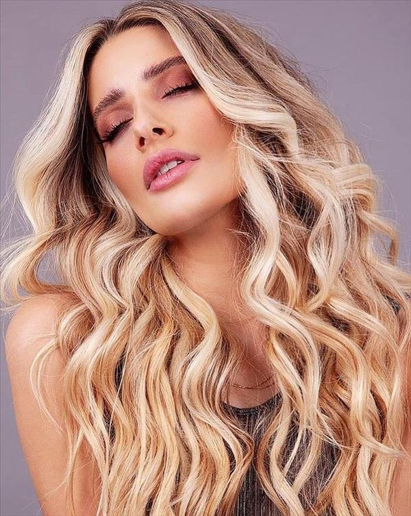 Face framing blonde balayage hair color