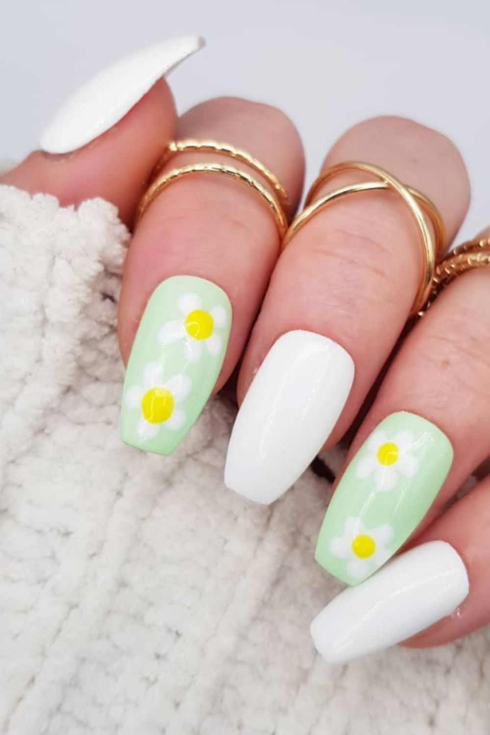 Elegant White Nail Design To Try For A Party In 2021!
