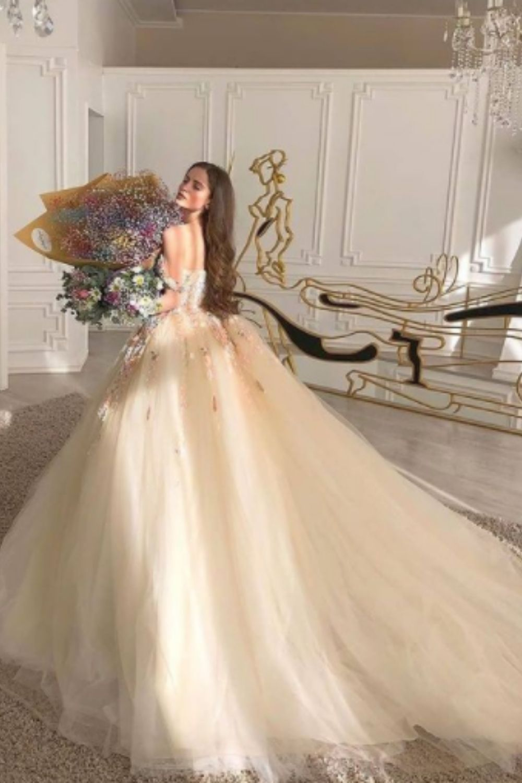 How to wear vintage wedding dress ideas?