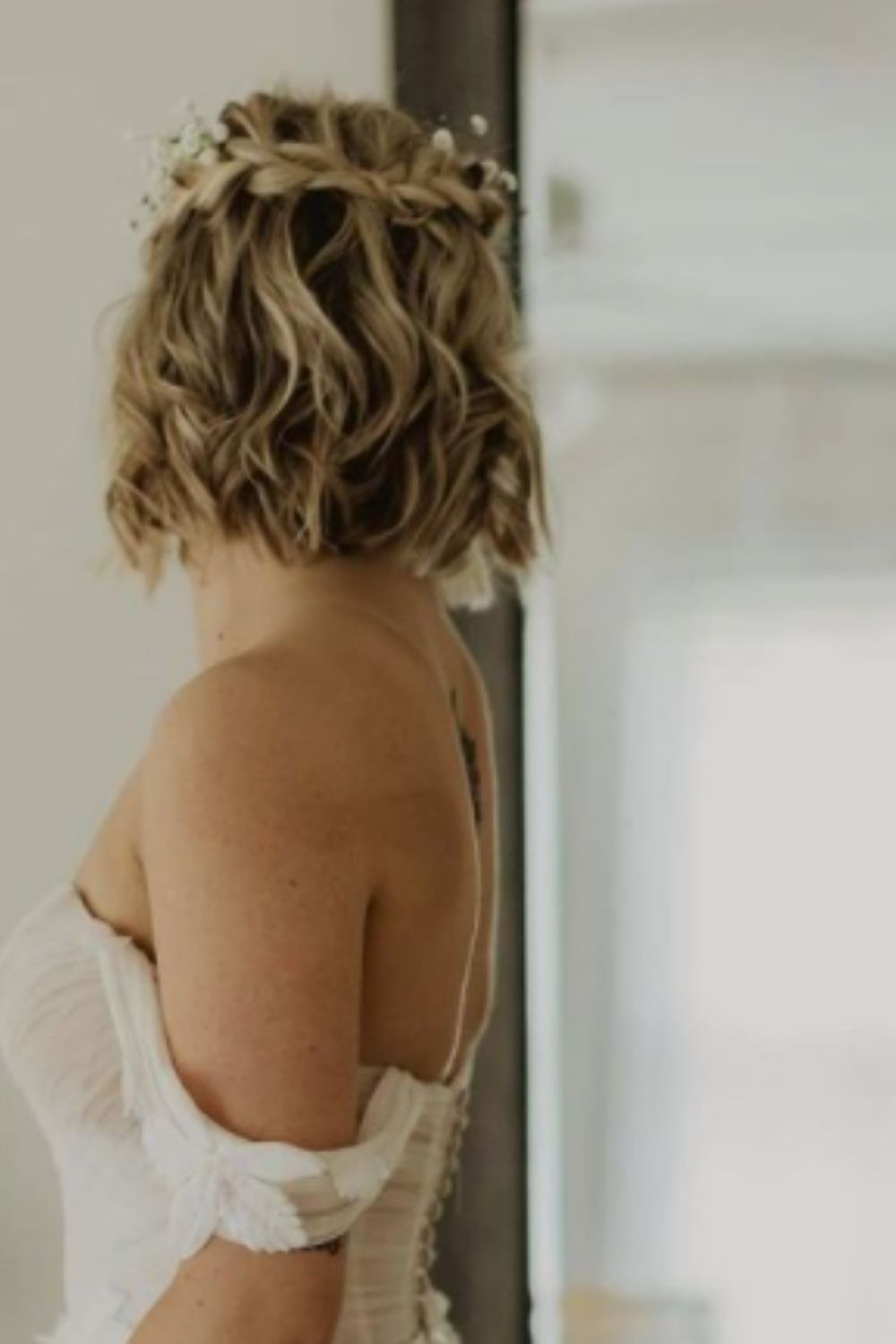 What is wedding hairstyles for short hair?